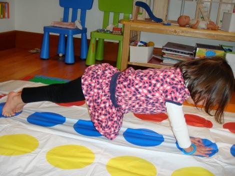 gross-motor-skills-twist-and-balance